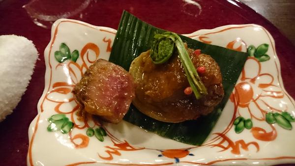 蓬莱牛のステーキ