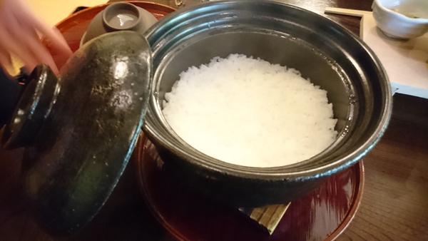 朝食—土鍋ご飯