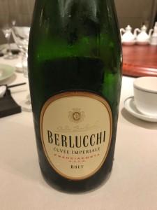 バチカン宮殿のシャンパンと共に